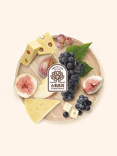 과일과 치즈가 올려져 있는 쟁반에 백설 스위트리 로고가 있는 이미지입니다.