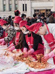 '김치 담그기'를 통해 나눔의 즐거움을 실천한 CJ 임직원들