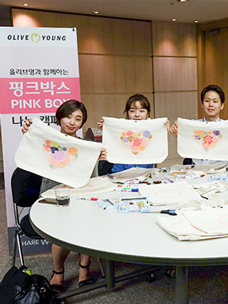 희망찬 소녀의 꿈, 정성으로 담아 보내요! CJ올리브네트웍스 올리브영 ''핑크박스 나눔 캠페인'' 현장