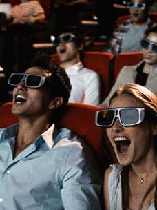 CGV 영화관에서 스크린X, 4DX를 즐기는 관객들의 모습