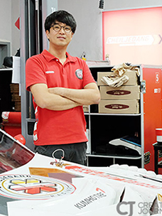제일제당 레이싱팀 정우성 미케닉 님의 모습입니다