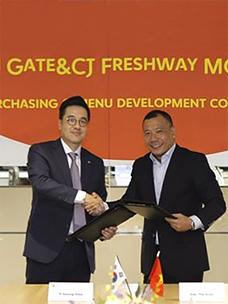 CJ프레시웨이와 베트남 골든게이트의 MOU체결 모습