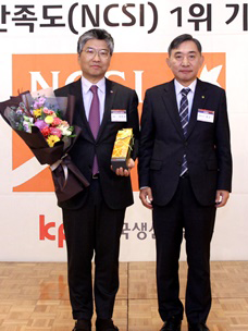 CJ ENM 오쇼핑부문 허민호 대표이사(왼쪽)가 조선일보 홍준호 대표이사(오른쪽)