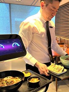 국내 최초 제일제면소 서울 역사점에 도입된 LG 클로이 서브봇(LG CLOi ServeBot)