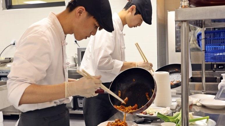 CJ도너스캠프 꿈키움아카데미 요리 부문 교육생 실습사진