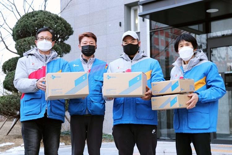 CJ대한통운 블루택배 배송원들의 모습