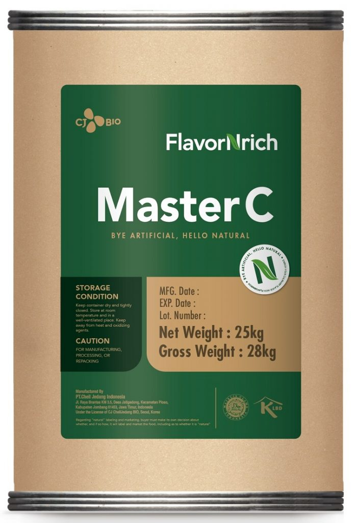 CJ제일제당 천연 시스테인 '플레이버엔리치(FlavorNrich™ MASTER C)' 제품 이미지로, 큰 원형통에 붙인 녹색 라벨지에 'FlavorNrich™ MASTER C' 제품명이 삽입되어 있다.